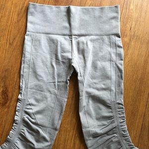 Lululemon Yoga Scrunchy Capri Pants